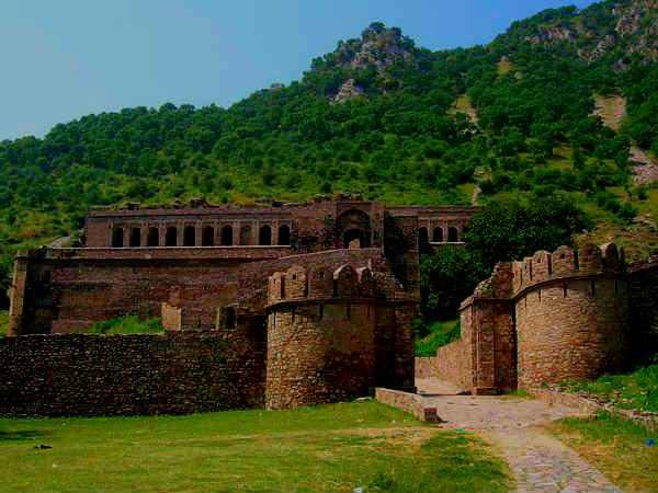 Bhangarh Fort: India's Most Haunted Place?