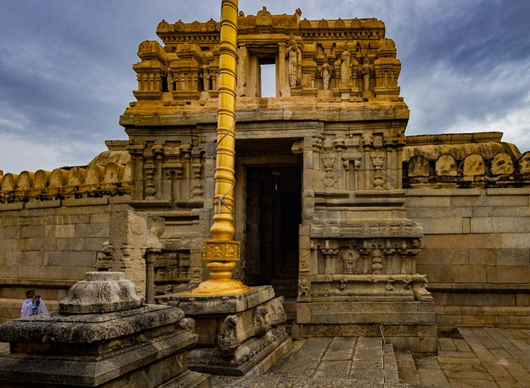 Temple Lepakshi and The Mystery of The Hanging Pillar