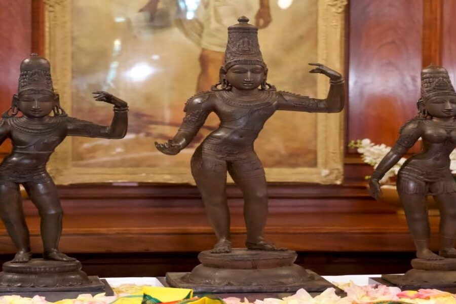 Why did smuggling of idols not meet an end?