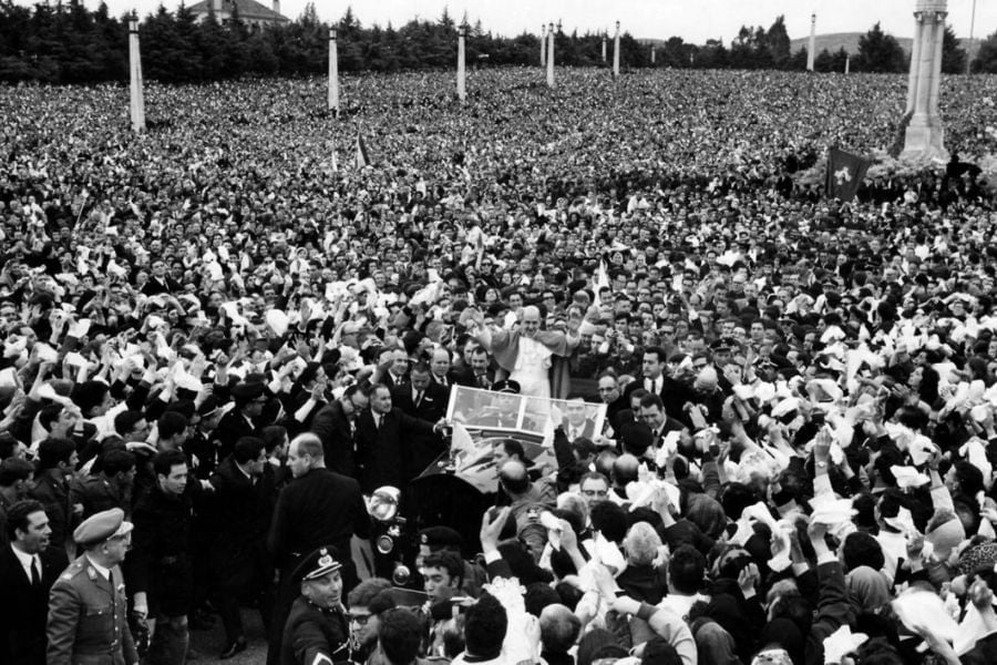 Why around 70,000 people gathered in the small town?